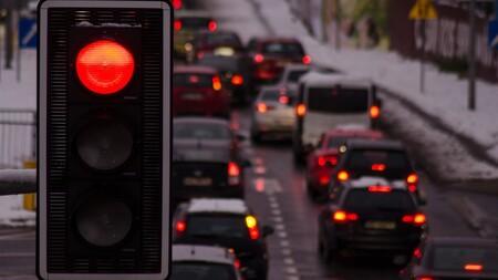 Es oficial: Reino Unido prohibirá vender coches gasolina, diésel e híbridos convencionales a partir de 2030