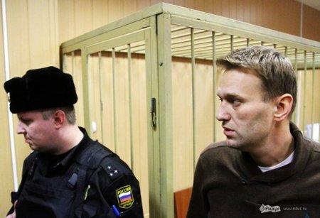 El bloguero ruso Alexei Navalny sale de prisión y llama a no votar al jefe de los ladrones