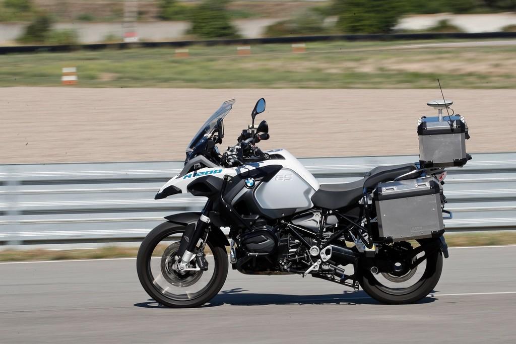 BMW ya tiene un ejemplo operacional de moto autónoma, pero no tiene intención de lanzarla al mercado