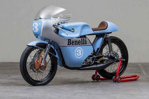 ¿Al salón o al circuito? No sabrás que hacer con esta Benelli 250 1968 Replica