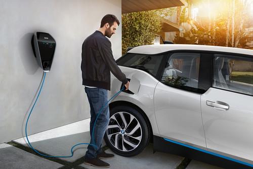 Instalar un cargador en casa para tu coche eléctrico es relativamente sencillo, BMW nos cuenta lo esencial