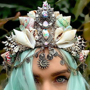 Este verano también puedes convertirte en sirena por un día... con una de estas coronas