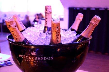 Un champán con firma