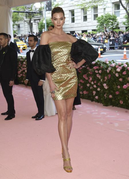 Gala MET 2019: Karlie Kloss no arriesga demasiado y apuesta por la sencillez