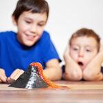 Cómo hacer un volcán en erupción: experimentos caseros con niños