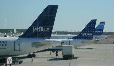 JetBlue será la primera aerolínea que nos dejará pagar con Apple Pay dentro de los aviones
