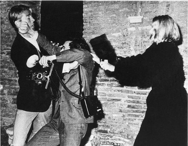 Mickey Hargitay se enfrenta al Paparazzi Rino Barillari