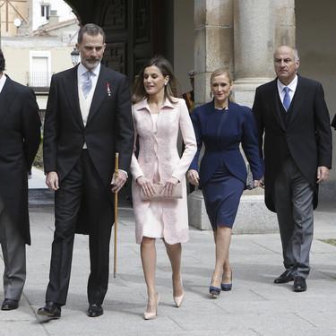Se habla de Cristina Cifuentes y no es por el máster, sino por su look con bolso de Dior que lució en el Premio Cervantes