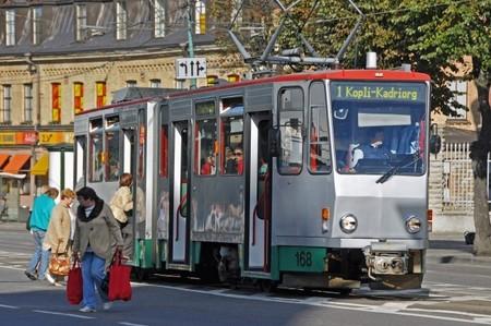 ¿Sería provechoso que el transporte público fuera gratuito? En Tallin lo tratan de averiguar