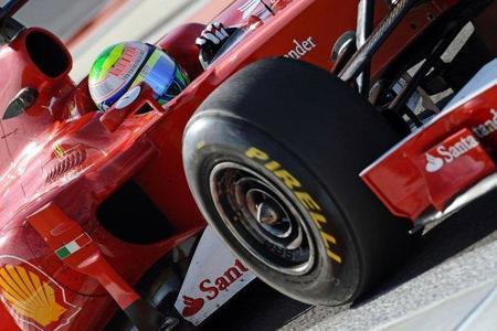 Felipe Massa es el primero en coger por la mano a los nuevos Pirelli