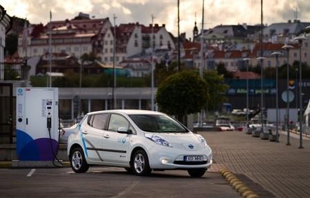 Nissan LEAF cargando