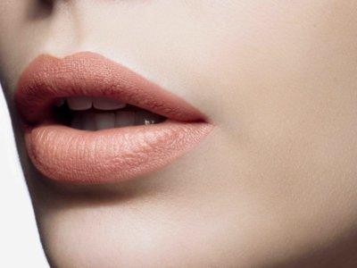 Rosa cuarzo, viste tus labios este verano con el pantone de moda