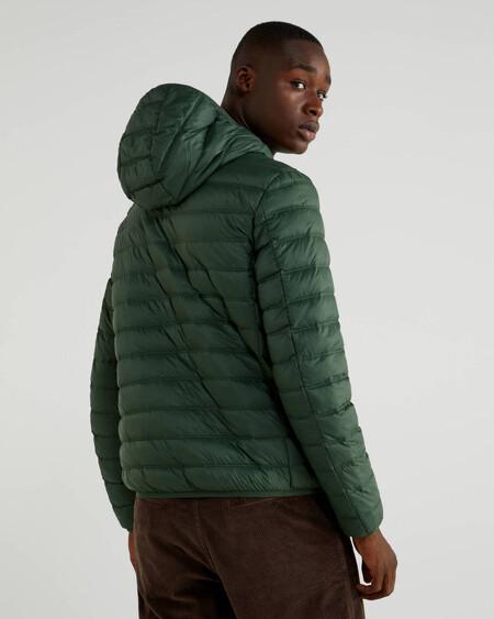Benetton nos protegerá del frío y al planeta del plástico con su chaqueta puffer de materiales reciclados