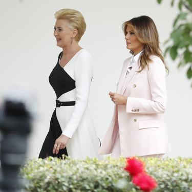 Melania Trump se apunta a la tendencia del traje chaqueta en tonos pastel