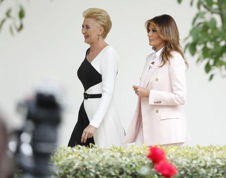 Melania Trump se apunta a la tendencia del traje chaqueta en color pastel