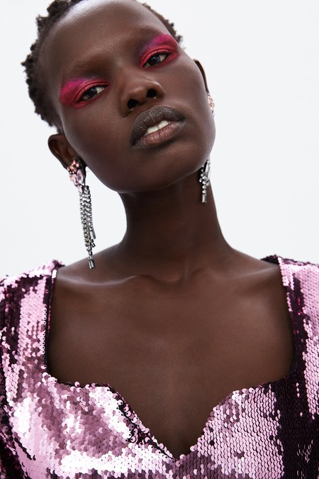 Cinco propuestas de maquillaje atrevidas vistas en el catálogo de Zara para ir de festivales