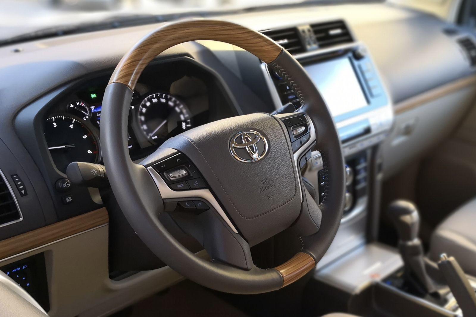 Foto de Toyota Land Cruiser Limited - Fotos interiores (1/25)