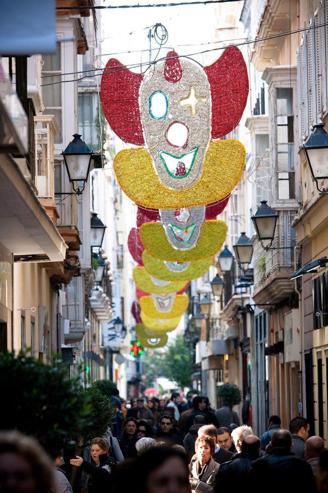 1024px Calle Columela En Carnaval Cadiz