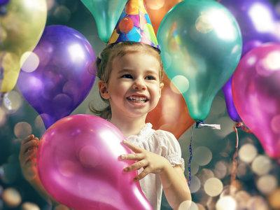 ¿Por qué no es una buena idea abrir los regalos durante la fiesta de cumpleaños infantil?