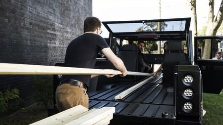 Bollinger, contra las típicas peleas de parking de Ikea: fabricará coches eléctricos que puedan cargar objetos de hasta 5 metros