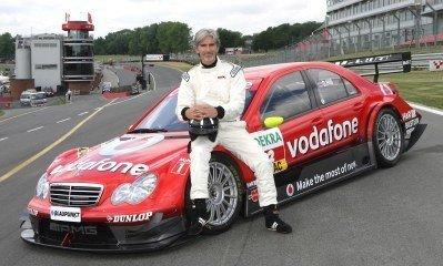 Damon Hill prueba el Mercedes del DTM
