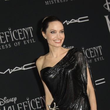 Angelina Jolie se vistió de su personaje de Maléfica para acompañar al resto del reparto en el estreno de la película