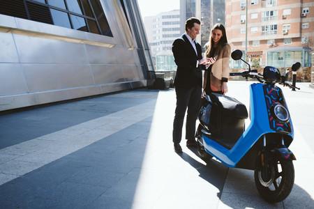 Cabify 'se pasa' a las motos eléctricas compartidas con Movo y sus 300 scooter para Madrid