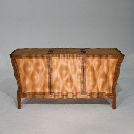 El mueble aparador Volumptuous de Edward Johnson en roble y cedro libanés