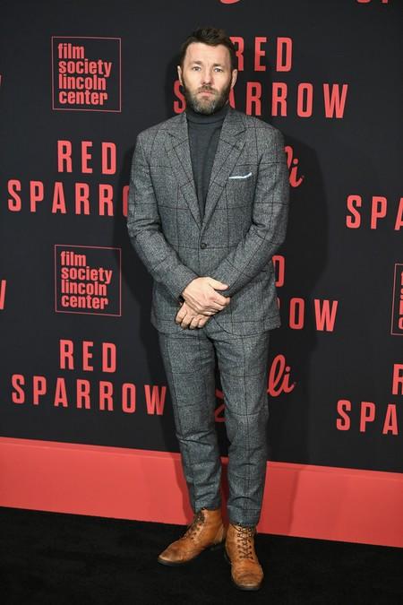 Joel Edgerton Vuelve A Triunfar Con Un Look A Cuadros Para La Premiere De Red Sparrow 2