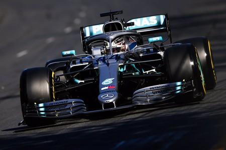 Lewis Hamilton destapa las miserias de Ferrari: pole position, récord del circuito y medio segundo a Vettel
