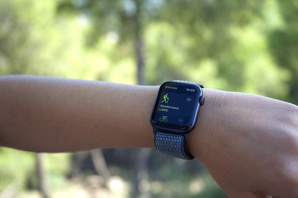 La detección de caídas del Apple™ Watch ayudó a ayudar la vida a 2 personas durante hacían senderismo