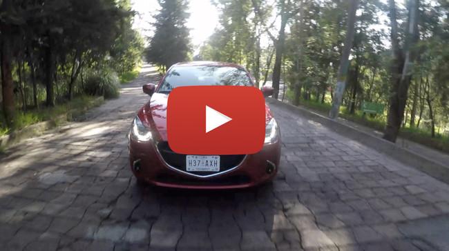 Mazda 2 Sedán, videoprueba: Estuvo entre nosotros por años, pero por fin se deja ver como lo que en verdad es
