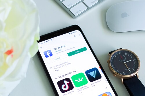 Facebook lanzará un reloj en 2022 para competir con el Apple Watch, según The Information