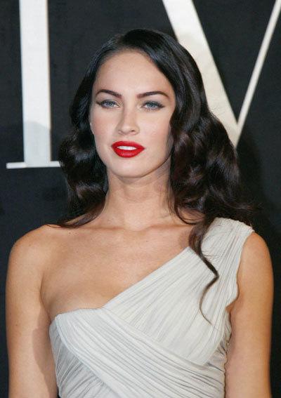 Un tono de maquillaje muy claro para Megan Fox