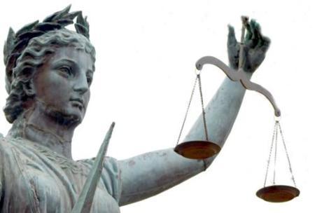 Tres años y medio de cárcel por apoderarse de conversaciones de su hermana en Internet