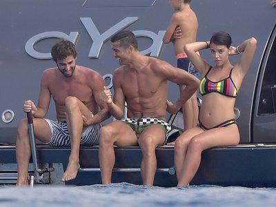 Hasta Cristiano Ronaldo prefiere así los bañadores: cortos para que no dejen marca