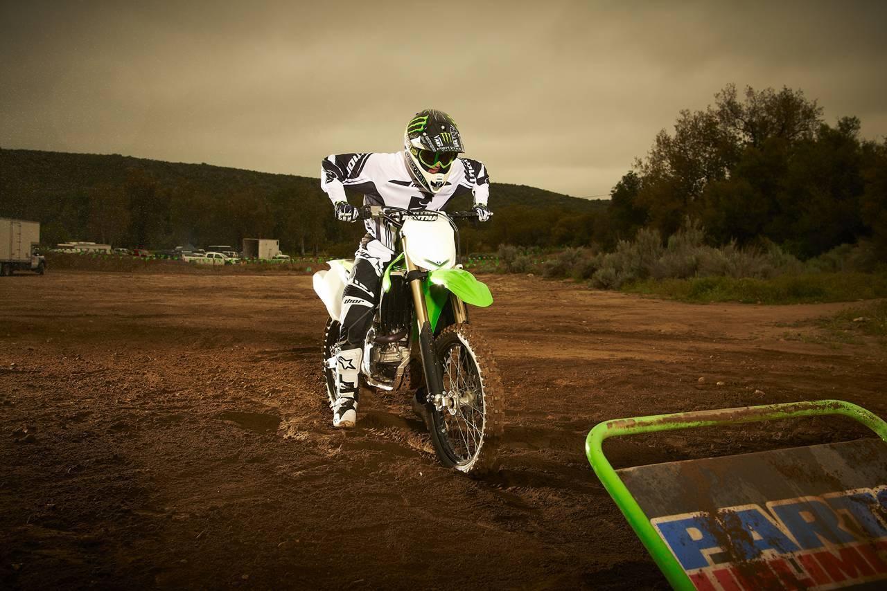 Foto de Nueva Kawasaki KX450F 2013: de la experiencia del AMA Supercross y Motocross a tu garaje (Acción) (34/42)