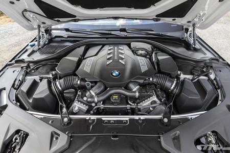 BMW M850i Cabrio motor