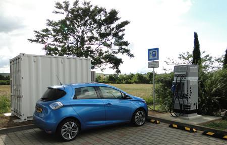 E-STOR es la solución de Renault para ofrecer carga rápida a sus eléctricos en lugares remotos