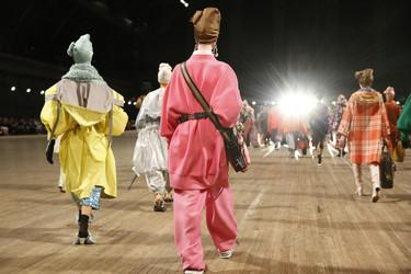 Marc Jacobs apuesta por los colores llamativos, el toque retro y los turbantes en su colección Primavera-Verano 2018