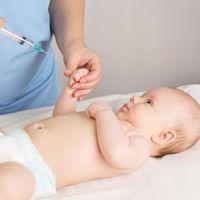 La Comunidad de Madrid modifica su calendario vacunal reduciendo el número de pinchazos al bebé sin variar su protección
