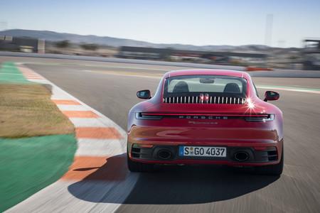 Porsche 911 992 trasera