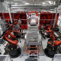 Elon Musk ya sabe cómo aumentar la producción del Tesla Model 3: con una nueva línea de ensamblaje debajo de una gran carpa