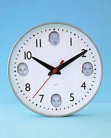 Decora un reloj con fotos de tu bebé