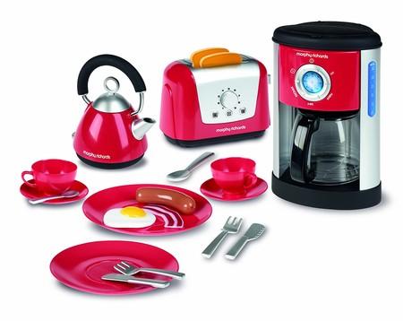 Por 18,30 euros podemos hacernos con el juego de utensilios de cocina de juguete Casdon Morphy Richards en Amazon