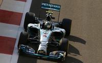 Nico Rosberg contraataca por delante de Lewis Hamilton