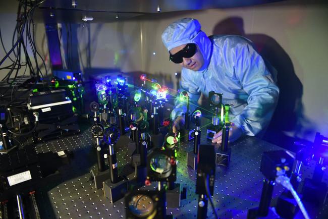 El almacenamiento holográfico sigue vivo: han logrado almacenar lo que cabe en 1.000 DVDs en 10 x 10 centímetros de film