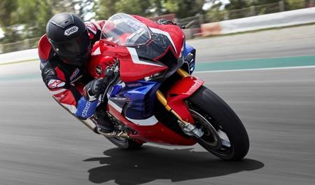 La CBR1000RR Fireblade de Honda mete miedo: Álvaro Bautista batió el récord de Portimao en un test privado