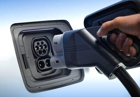 BMW y Daimler se conectan para ofrecer servicios de movilidad sustentable y autónoma