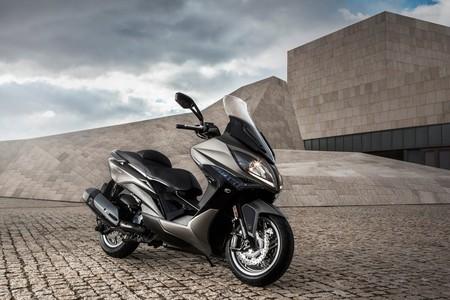 ¡Maxiscooter para todos! Mejor eficiencia y un look más cool para el Kymco Xciting 400 por 5.999 €